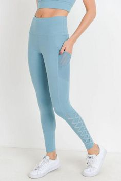 This pair of mesh leggings combines strap accent with mesh panels, resulting in a combo that looks edgy and sleek. The highwaist offers abs support whilst the mesh pockets on each side provide hands-free workout experience. Camouflage Leggings, Mesh Leggings, Printed Leggings, Women's Leggings, Leggings Store, Cheap Leggings, Yoga Outfits, Legging Outfits, Workout Outfits