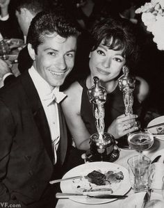 George Chakiris and Rita Moreno with their West Side Story Oscars Old Hollywood Glamour, Vintage Hollywood, Hollywood Stars, Golden Age Of Hollywood, Classic Hollywood, Rita Moreno, Anita West Side Story, Bernardo West Side Story, Harry Winston