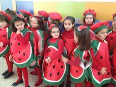 disfraces sandia se puede hacer con bolsa de basura roja y verde http://www.multipapel.com/familia-material-para-disfraces-maquillaje-bolsas-de-color.htm