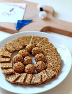 til chikki is served and gifted to others on makar sankranti