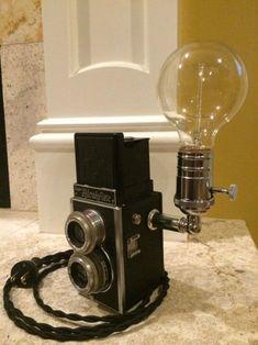 Een omgebouwde camera als industriële tafellamp #LampMaken