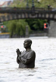 Statue of Indian spiritual leader Sri Chinmoy is seen in flooded Vltava river in central Prague, Czech Republic Picture: EPA Powerful Pictures, Cool Pictures, Photos Of The Week, Great Photos, Amazing Photos, Examples Of Climate Change, Republic Pictures, A Decade, Czech Republic