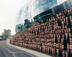 Spencer Tunick's Awe-Striking Installations of Nude Crowds. http://illusion.scene360.com/art/87161/spencer-tunick/ #nudephotography #photography