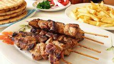 Η συνταγή είναι από το κανάλι Sotiria amor    Υλικά      -1 κιλό κρέας χοιρινό κομμένο σε μικρά κομμάτια   -1 λεμόνι τον χυμό και το ξύσμα του   -1 πορτοκάλι τον χυμό και το ξύσμα του   -1/4 της κούπας ελαιόλαδο Beverages, Pork, Food And Drink, Beef, Chicken, Cooking, Foodies, Greek Recipes, Kale Stir Fry