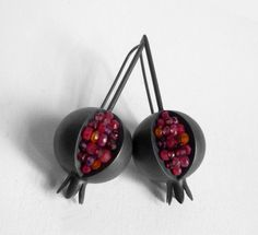 Pomegranate Earrings Red Pink Orange Purple by Artesserae Pomegranate Earrings - Red Pink Orange Purple Gemstone - Oxidized Sterling Silver €348.03 EUR sterling silver, garnet, ruby, carnelian, amethyst