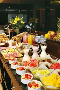 59 ideas breakfast buffet set up brunch ideas Breakfast And Brunch, Breakfast Buffet Table, Breakfast Party Foods, Breakfast Catering, Breakfast Table Setting, Breakfast Bar Kitchen, Brunch Buffet, Party Buffet, Breakfast Recipes