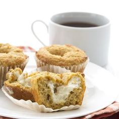 Pumpkin Cream Cheese Muffins These are the best low carb pumpkin muffins, stuffed with cream cheese just like Starbucks! Low Carb Desserts, Low Carb Recipes, Ketogenic Desserts, Diabetic Recipes, Pumpkin Protein Smoothie, Pumpkin Cream Cheese Dip, Unflavored Whey Protein, Pumpkin Muffin Recipes, Pumpkin Dessert