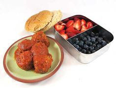 Easy lunch box ideas: Meatballs with tomato sauce, a whole-wheat bun and fruit