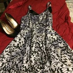 Black white and beige butter fly dress. This dress has a full skirt and is fully lined so twirl away!  It ties in front so you can adjust that anyway you want. It has a side zipper. Excellent condition.  Fits more like a 6. Dresses