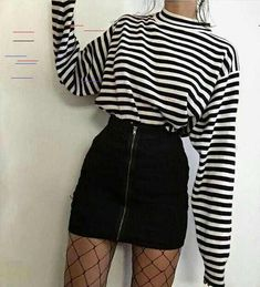 Retro fashion - looks to be Moda retrô – looks para se inspirar Retro fashion – looks to be inspired – Crescendo a Little - Hipster Outfits, Edgy Outfits, Grunge Outfits, Fashion Outfits, Fashion Fashion, Summer Outfits, Fashion Women, Fashion Ideas, Fashion Clothes