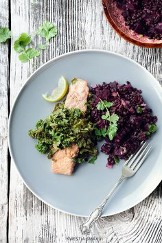 Łosoś pieczony w papilotach z jarmużem Dinner Recipes, Lunch, Beef, Healthy Recipes, Fotografia, Meat, Eat Lunch, Healthy Eating Recipes, Healthy Food Recipes