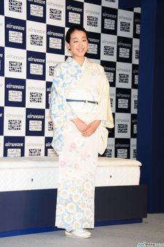女子フィギュアスケーターの浅田真央選手が28日、都内で行われたエアウィーヴの新CM発表会に出席した。 (530×798) 「浅田真央、当面の目標は「試合に出場できるレベルに持って行くこと」」 http://news.mynavi.jp/news/2015/05/29/144/