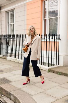 I haven't actually done a bog standard outfit post in a while. The truth is that I have stopped buying as much. Blazer Outfits Casual, Smart Casual Outfit, New Outfits, Cool Outfits, The Frugality, Go To New York, Style Challenge, Street Style, Lookbook