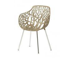 Der Sessel Forest hat eine geschlossene Form aus der sich die Armlehnen generieren. Die Forest Serie besticht durch ihre natürliche Formgebung, die eine Abstraktion einer Baumkrone darstellt. Gefertigt wird  die Sitzschale aus pulverbeschichtem Aluminium und die Beine sind aus poliertem Aluminium. Während der Forest Sessel für den Indoor-Bereich vorgesehen ist, kann der Forest Gartensessel im Innen- sowie Außenbereich bedenkenlos eingesetzt werden. Design Bestseller, Aluminium, Form, Designer, Chair, Furniture, Home Decor, Armchairs, Armchair