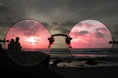 I see the world through rose tinted glasses Color Splash, Ombres Portées, Stephen Covey, Look Retro, Rose Colored Glasses, Color Rosa, Pablo Picasso, Belle Photo, Pretty In Pink