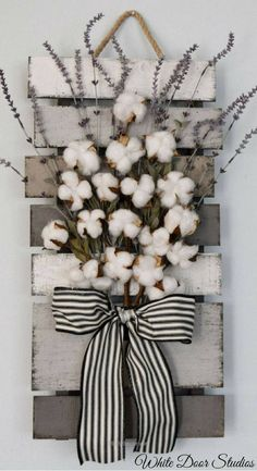 Farmhouse chic way. Faux lavender, rustic cotton stems and a rustic wood pallet come together to create a warm and inviting piece perfect for any room of your home. Cotton and Lavender Farmhouse Style Wall Decor, rustic decor, rustic home decor Diy Home Decor Rustic, Farmhouse Wall Decor, Farmhouse Chic, Country Decor, Rustic Wall Decor, Farmhouse Design, Farmhouse Garden, Rustic Crafts, Farmhouse Ideas