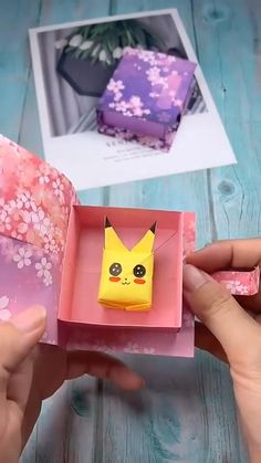 Cool Paper Crafts, Paper Crafts Origami, Cardboard Crafts, Origami Art, Fabric Crafts, Diy Crafts Hacks, Diy Crafts For Gifts, Creative Crafts, Easy Crafts