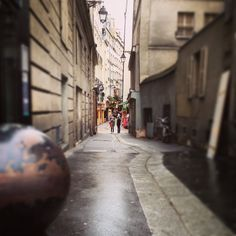 A small alley in Paris