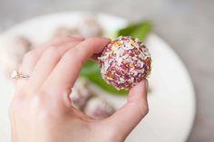 Aphrodisiac Bliss Balls made with the libido enhancing herb, Damiana. Raw, vegan, sugar free // ascensionkitchen.com