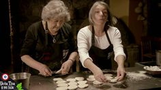 Pan Amasado por Doña Tina y su hija Youtube, Salads, Casserole, Breads, Kitchen Stove, Bread Recipes, Desserts, Chilean Recipes, Chilean Food