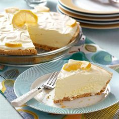Lemonade Icebox Pie Recipe -You will detect a definite lemonade flavor in this refreshing pie. High and fluffy, this dessert has a creamy smooth consistency that we really appreciate. Sweetened condensed milk, cream cheese and Cool Whip. 13 Desserts, Lemon Desserts, Lemon Recipes, Frozen Desserts, Pie Recipes, Summer Recipes, Dessert Recipes, Potluck Desserts, Sunday Recipes