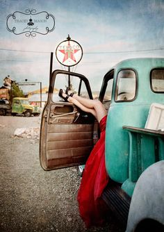 old truck senior girl photography pose idea. Pin Up Auto, Pin Up Car, Mode Rockabilly, Rockabilly Fashion, Pin Up Photography, Boudoir Photography, Modeling Photography, Fashion Photography, Lifestyle Photography