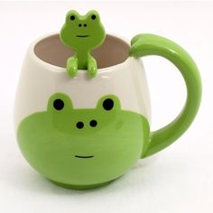 Super cute animal mug with a frog design on the front, comes with cute mixing spoon!