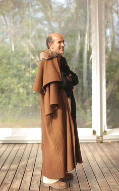 It's a traditional wool coat from Alentejo, south of Portugal, and looks great.