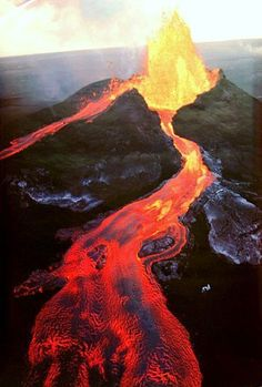 A great poster of Hawaii's Mauna Loa volcano covered in lava during an episode of intense eruption activity. Need Poster Mounts Más All Nature, Science And Nature, Amazing Nature, Nature Quotes, Natural Phenomena, Natural Disasters, Volcan Eruption, Fuerza Natural, Erupting Volcano