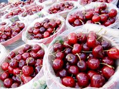 Celebrating the Colorado Bounty: 12 Small-town Food Fests - Locally grown cherries at a Colorado farmers' market Colorado Tourism, State Of Colorado, Grand Junction Colorado, Fruit Picking, Food Festival, Farmers Market, Fresh Fruit, Good Food, Eat