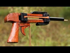 How to Make a Simple Triggered Slingshot at Home, Homemade Crossbow, Diy Crossbow, Survival Tips, Survival Skills, Diy Slingshot, Popsicle Stick Art, Rubber Band Gun, Bushcraft Gear, Cool Diy