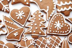 The holidays would not be complete without gingerbread cookies at the center of a dessert display. Cut Out Cookies, Cupcake Cookies, Cupcakes, Baby Food Recipes, Sweet Recipes, Biscuits, Christmas Cooking, Candy Making, Dessert Drinks