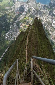 The Haiku Stairs, also known as the Stairway to Heaven is a hiking trail on the island of O´ahu, Hawaii. Climb the Haiku Stairs the legal way. Places Around The World, Around The Worlds, Stairway To Heaven, Hawaii Travel, Haiku, Stairways, The Great Outdoors, Backpacking, Places To Go