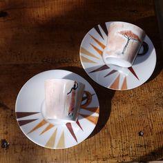 """Tête à tête motif """"Afrique"""" en porcelaine très fine peint à la main : Vaisselle, verres par vero-et-cathy Hand Painted Plates, China Painting, Painting Inspiration, Diy Art, Coffee Cups, Tea Pots, Projects To Try, Clay, Tableware"""