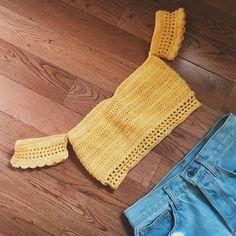 Natural Crochet Off Shoulder Crop Top Off the shoulder crochet cropped top with front tie. Description: Off the shoulder crochet cropped top with front tie. Mode Crochet, Diy Crochet, Crochet Crafts, Crochet Top, Crochet Bikini Pattern, Crochet Bikini Top, Crochet Blouse, Crochet Designs, Crochet Patterns