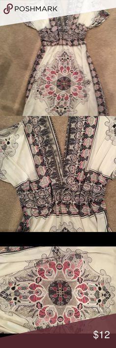 Kimono style beach cover up/ dress Tie under breast, white w red and black accent print kimono style XL Swim Coverups