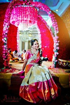 There is nothing prettier that an elegant banarasi saree. But have you ever seen gorgeous banarasi wedding outfits? You're going to love these lehengas. Bridal Sarees South Indian, South Indian Weddings, South Indian Bride, Indian Bridal, Indian Sarees, Kanakavalli Sarees, Kanjivaram Sarees, Saris, Saree Wedding