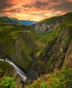 Vøringfossen, Norway. Vøringfossen is the 83rd highest waterfall in Norway on the basis of total fall. It lies at the top of Måbødalen in the municipality of Eidfjord, in Hordaland. It has a total drop of 182 m, and a major drop of 163 m. It is perhaps the most famous in the country and a major tourist attraction on the way down from Hardangervidda to Hardangerfjord. Photo by ole.henrik.skjelstad (Instagram) #pictures #nature #travel #norway #waterfall