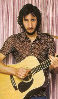 Printed short sleeve shirts = cool vintage meets relaxed cowboy  Pete Townsend
