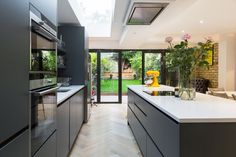 My open plan kitchen diner extension styling tips are perfect for your new kitchen extension, see examples by Simply Extend the London kitchen extension builder Kitchen Diner Extension, Open Plan Kitchen Diner, Open Plan Kitchen Living Room, Modern Kitchen Island, Kitchen Layout, Kitchen Ideas, Kitchen Islands, Kitchen Decor, Dark Grey Kitchen