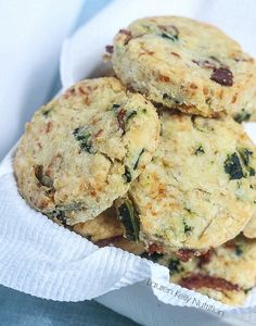 Cheesy Bacon and Kale Biscuits from Lauren Kelly Nutrition Gluten Free Recipes For Dinner, Fun Easy Recipes, Good Healthy Recipes, Brunch Recipes, Appetizer Recipes, Easy Meals, Healthy Meals For One, Healthy Pastas, Burger Side Dishes