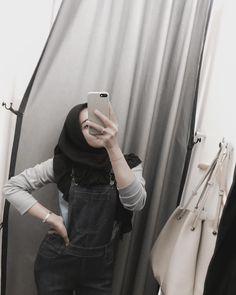 Hijab Chic, Hijab Style, Casual Hijab Outfit, Ootd Hijab, Girl Hijab, Niqab Fashion, Modern Hijab Fashion, Street Hijab Fashion, Ulzzang Fashion