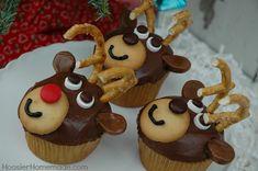 Reindeer Cupcakes: HoosierHomemade.com  vanilla wafers, pretzels, m, white smarties, choc frosting, tootsie rolls