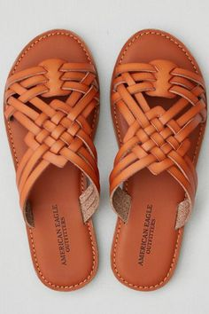 Perfectly paired with denim cut offs this Summer – zapatos Leather Sandals, Shoes Sandals, Flats, Flat Sandals, Gladiator Sandals, Slide Sandals, Cute Shoes, Me Too Shoes, Flipflops
