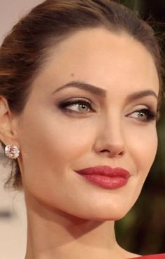 ‒⋞⭐️Angelina Jolie - Famous Last Words Angelina Jolie Makeup, Angelina Jolie Pictures, Angelina Jolie Style, Beautiful Celebrities, Beautiful Actresses, Beyonce, Provocateur, New Girl, Hollywood Actresses