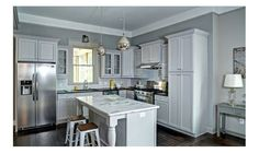 Queen Anne Bungalow Resurrection - Traditional - Exterior - atlanta - by Carl Mattison Design Grey Family Rooms, Traditional Kitchen Cabinets, Kitchen Colour Combination, Pantry Inspiration, Living Vintage, Traditional Exterior, Traditional Design, Grey Cabinets, Glass Cabinets