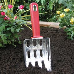 Removes weeds and sifts soil The sharp forks and serrated edges of the Easy Weeder effortlessly cut through soil to uproot and remove weeds and unwanted grass. Small openings in the scoop allow soil to pass through but filter out weeds and debris. Ideal for applying and mixing fertilizers while cultivating the soil.