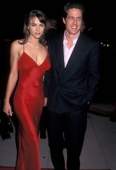 Elizabeth Hurley and Hugh Grant Have *Very* Different Explanations for Why They Broke Up 90s Party Outfit, 90s Outfit, Elizabeth Hurley Hugh Grant, 90s Fashion Grunge, 90s Grunge, Mary Louise Parker, 90s Models, 90s Hairstyles, Celebrity Couples