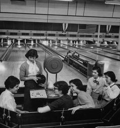 At the bowling alley, 1957.  Photo by Nina Leen.