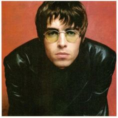 Liam Gallagher- Leather Jacket and Lennon Sunglasses. Oasis Band, Tom Welling, Music X, Music Bands, Indie Music, Rock Music, Liam Gallagher Sunglasses, Banda Oasis, Liam Oasis